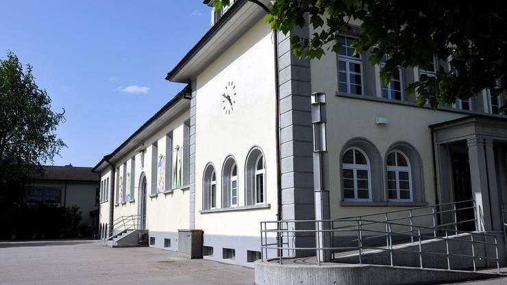 Vor dem Schulhaus Luterbach soll es zukünftig eine Haltezone extra für Eltern geben.