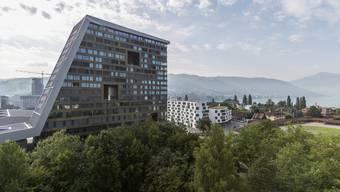 Ausländer, die sich im Kanton Zug niederlassen wollen, müssen über Deutschkenntnisse verfügen. Für reiche Expats soll dies nun nicht mehr gelten