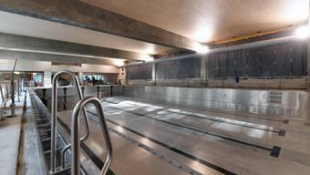Das Hallenbad wird komplett neu gebaut. (Symbolbild).