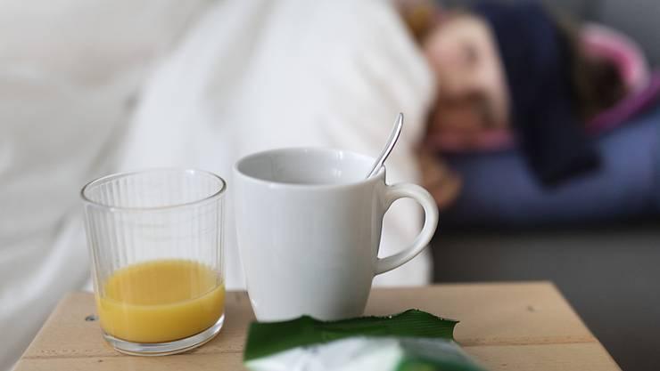 Die Grippewelle hat die Schweiz noch nicht erreicht. Grippenähnliche Erkrankungen treten bisher nur sporadisch auf. (Archivbild)