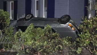 Familie Geiser staunt nicht schlecht, als sie ein Knall mitten in der Nacht aus dem Bett reisst. In ihrem Garten kam es zu einem Autounfall.