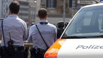Können künftig nicht mehr nur für Verkehrsdelikte Ordnungsbussen verteilen: Polizisten (Symbolbild)
