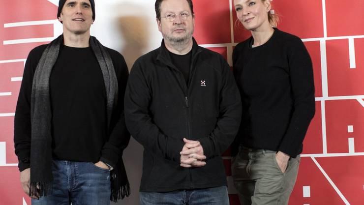 Lars von Trier mit zwei seiner Stars: Matt Dillon (links) und Uma Thurman spielen im neuen Film des umstrittenen Regisseurs die Hauptrollen. In einer Nebenrolle ist Bruno Ganz zu sehen.