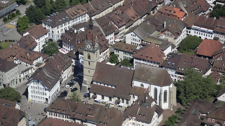 1528 hob Bern das Chorherrenstift auf und zog dessen Vermögen ein. Der erste reformierte Pfarrer aus Aarau konnte sich nicht durchsetzen und wurde bald ersetzt.