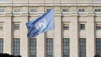 Zeichen der Trauer - UNO-Flagge auf Halbmast