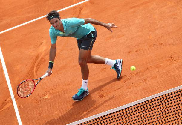 Roger Federers Start in die Sandplatzsaison misslingt mit der Niederlage gegen Monfils deutlich.