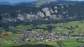 Auf dem markierten Areal mit dem Wäldchen soll das Hotelprojekt in Welschenrohr realisiert werden.