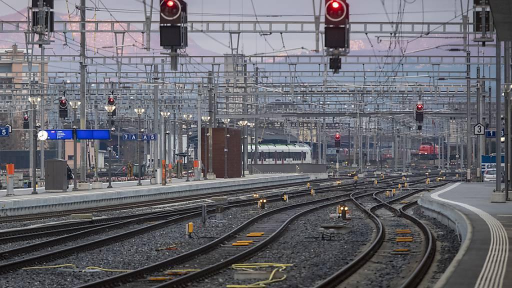 Mann durch Stromschlag im Bahnhof Chiasso TI schwer verletzt