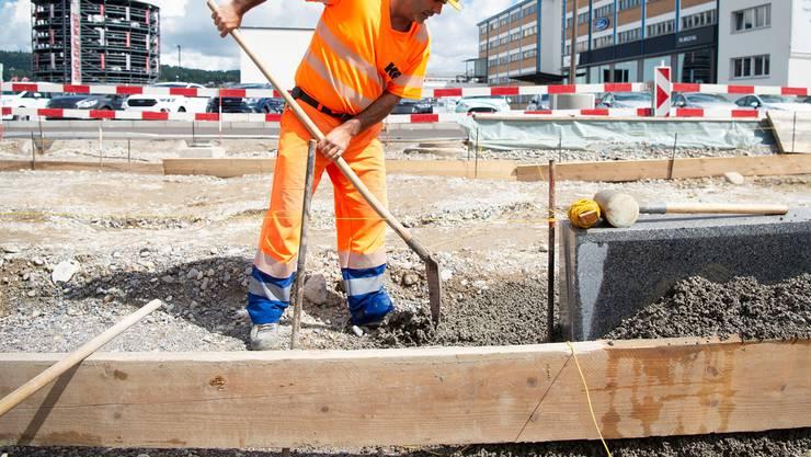 Die flankierenden Massnahmen sollen Arbeitnehmer in der Schweiz vor Lohnunterbietungen schützen und gleiche Wettbewerbsbedingungen für inländische und ausländische Unternehmen bieten. (Symbolbild)