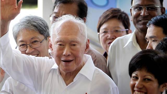 Verabschiedet sich von der politischen Spitze Singapurs: Lee Kuan Yew (Archiv)