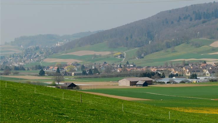 Bald eine Gemeinde? Niederweningen (links) und Wehntaler Gemeinden diskutieren eine Fusion.WAL/AZ-Archiv