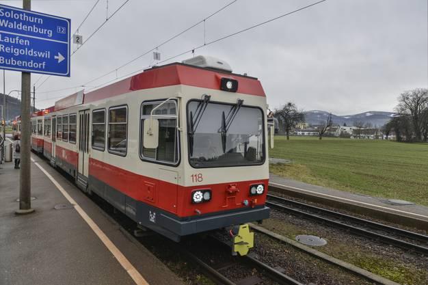Die Waldenburgerbahn hält an der Station Bad Bubendorf.
