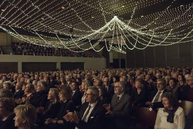 Das Bild gibt einen kleinen Einblick ins grosse Publikum in Wettingen.