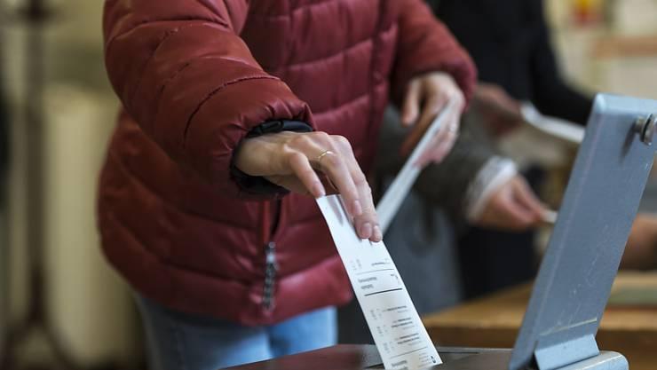 In sechs Kantonen sind die Stimmbürger und Stimmbürgerinnen heute aufgerufen, ihre Kantonsvertreter zu wählen. (Symbolbild)