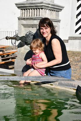 Ein Genuss: Das kühle Wasser des Hofstattbrunnens.