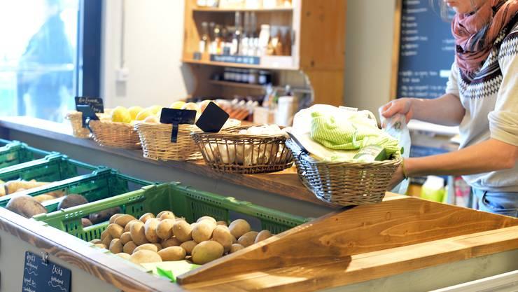 Im Laden auf dem Biohof in Küttigkofen werden die strengen Hygienevorschriften konsequent eingehalten.