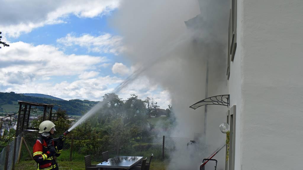 Brand in Wohnung wegen brennender Kerze