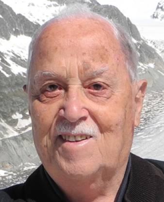 Josef Hinder wuchs in Hombrechtikon auf. Von von 1954 bis 1992 war er in Dietikon als Lehrer tätig.