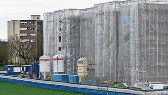 Eine Massnahme zur Heiz-Reduktion besteht in der Dämmung von Dächern und Wänden. (Symbolbild)
