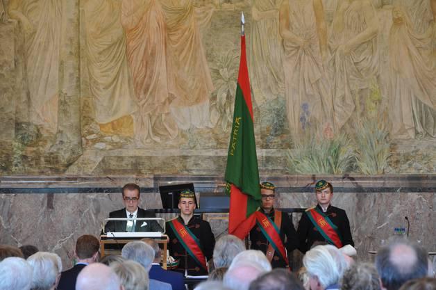 Die Studentenverbindung Wengia Solodorensis, der auch Hans Künzi als Mittelschüler angehörte, beehrte die Vernissage über ihren Farbenbruder mit einer Delegation