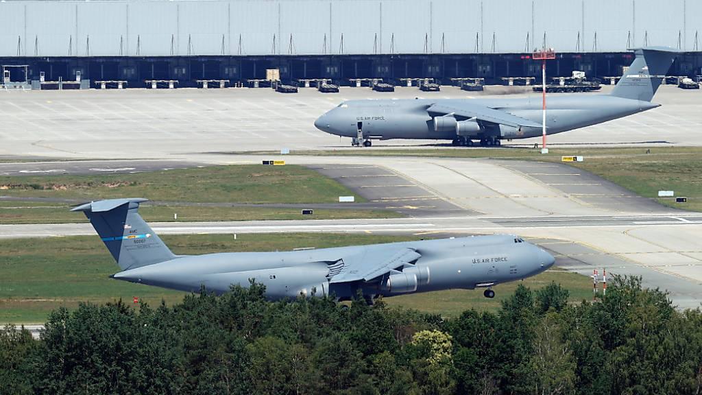 Die USA haben beschlossen, ihre Truppenstärke in Deutschland deutlich zu reduzieren. (Archivbild US Airbase in Ramstein D)