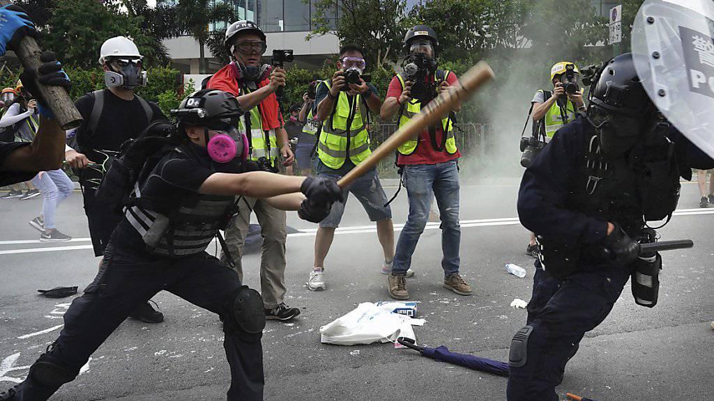 Am Samstag kam es in Hongkong bei Anti-Regierungsprotesten erneut zu Zusammenstössen zwischen Demonstranten und der Polizei.