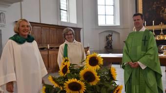 Festlich: Gudula Metzel (l.), Edith Rey und Wieslaw Reglinski. Bild: pbg