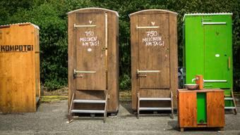 Wer aufs WC muss findet auf verschiedenen Arealen Kompotois statt Toi Tois.