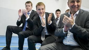 Der bisherige Walliser FDP-Nationalrat Jean-René Germanier (rechts im Bild) ist abgewählt worden. An seiner Stelle gewählt wurde das 31-jährige FDP-Mitglied Philippe Nantermod (Bildmitte).