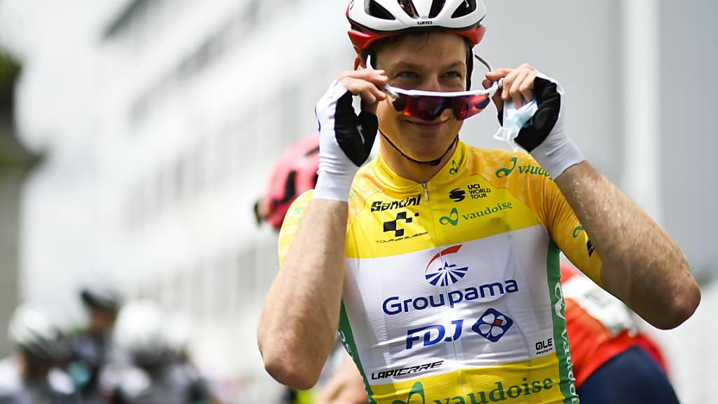 Stefan Küng darf sich einen weiteren Tag in Gelb präsentieren