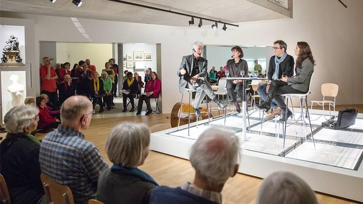 Am Podium im Historischen Museum Baden, von links: Werner van Gent, Jeannette Good, Jürg Spichiger und Amira Hafner-Al-Jabaji. Thomas Frauenknecht