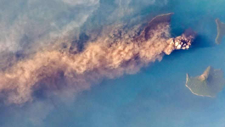 Der indonesische Vulkan Anak Krakatoa, dessen Ausbruch einen tödlichen Tsunami auslöste, hat bei der Eruption vor einer Woche zwei Drittel seiner Höhe eingebüsst.