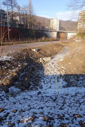 Auf den ersten 80 Metern der neuen Sauberwasserleitung fliesst der Stadtbach an der Oberfläche. In wenigen Minuten wird die neue Schleuse geöffnet. (Sabina Galbiati)