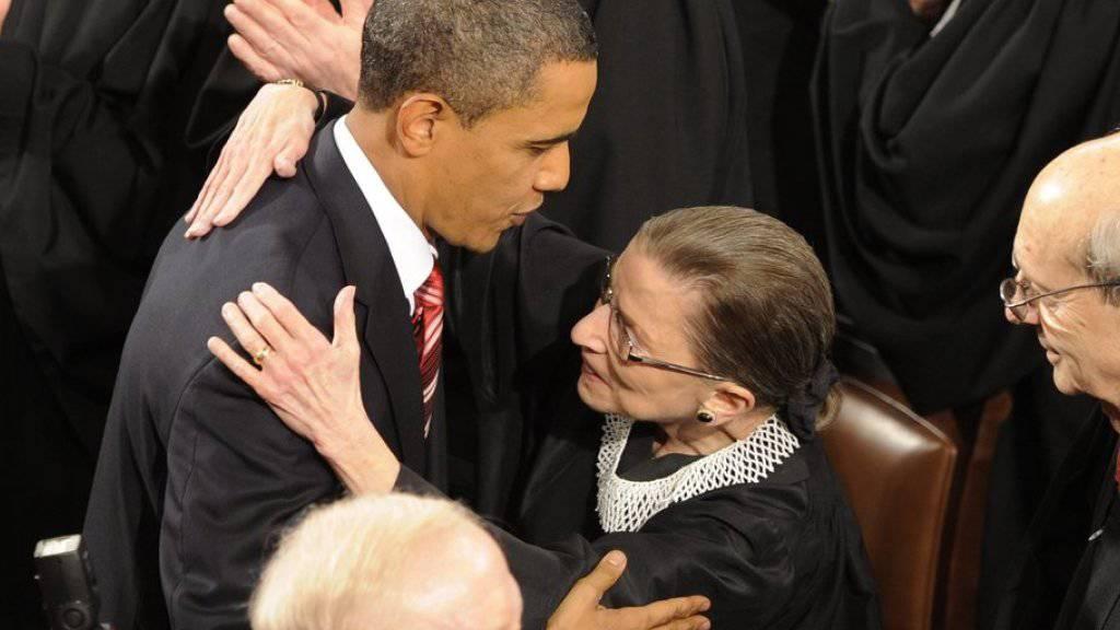 Ist hoch angesehen: US-Verfassungsrichterin Ruth Bader Ginsburg, hier mit US-Präsident Barack Obama. Nun wurde sogar eine neu entdeckte Art der Gottesanbeterin nach der 83-Jährigen benannt. (Archiv)