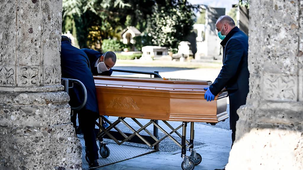 Italien gedenkt der Corona-Toten: Bäume für neues Leben in Bergamo