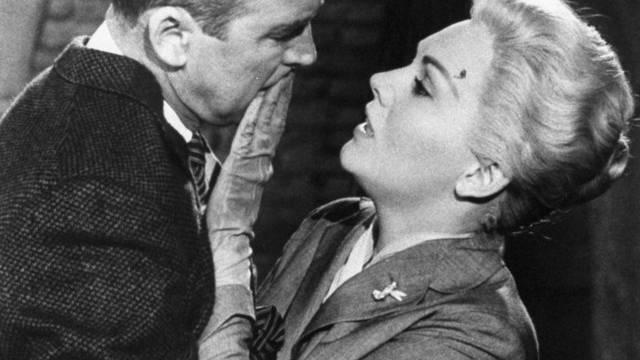 "James Stewart und Kim Novak in Alfred Hitchcocks ""Vertigo"" (Archiv)"