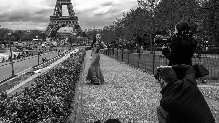 Der Eiffelturm als Kulisse