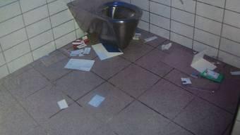 Schweinerei: So übel sieht das WC am Bahnhof Brugg aus!