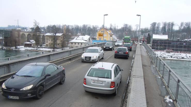 Jetzt noch passierbar, vom Juli bis September nicht mehr: Die Zollbrücke Koblenz–Waldshut muss saniert werden.Roland gerard