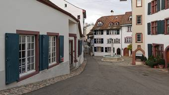 Die Galerie Carzaniga (links) am Gemsberg.