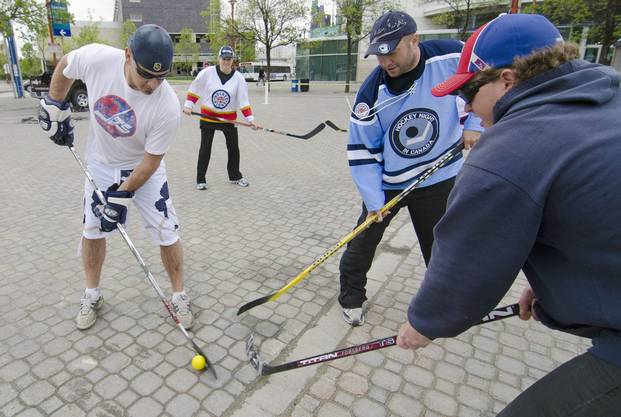 Jets-Fans tragen stolz das Shirt. Sie dürfen ab nächster Saison wieder NHL-Hockey bestaunen