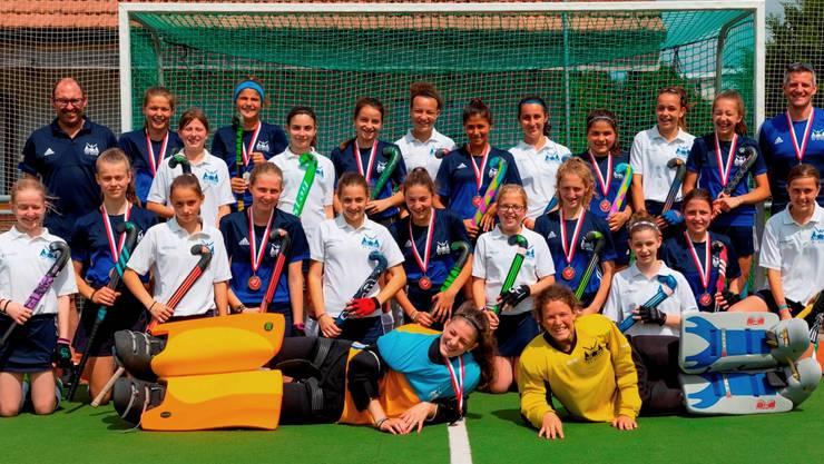 Team HCO mit Silbermedaille in blau, Team HCO2 (4. Rang) in weiss