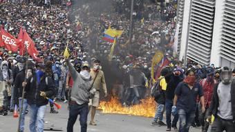 In der ecuadorianischen Hauptstadt Quito sind am Dienstag erneut zahlreiche Menschen auf die Strasse gegangen, um gegen die Politik der Regierung zu protestieren.