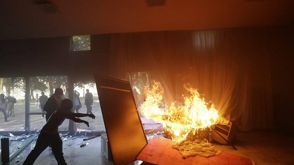 Demonstranten in Brasilien verwüsten Gebäude, die zum Agrarministerium gehören.