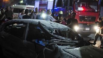 Ein Grossaufgebot an Sicherheitskräften eilte in Kairo zu einem Ort, wo sich in der Nacht auf Montag eine Explosion ereignet hat.