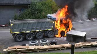 Lastwagen gerät bei Eptingen in Brand