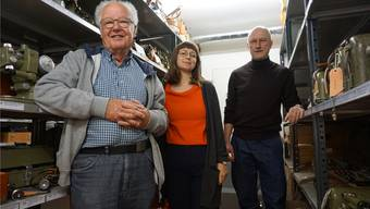 Zu Besuch in der Kern-Sammlung des Stadtmuseums: (v.l.) Ernst Frey, Laura Aellig und Dominik Sauerländer.Bild Luc Müller