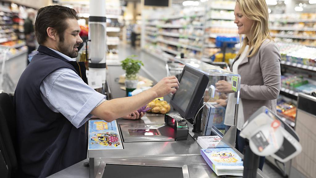 Wegen der Einschränkungen der abendlichen Öffnungszeiten können Kundinnen und Kunden in vielen Supermärkten bereits ab 7 Uhr morgens einkaufen. (Archivbild)