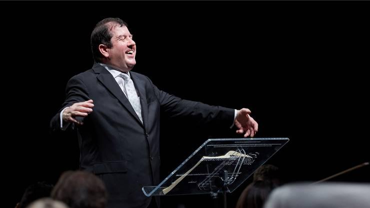 Dirigent Ivor Bolton zeigte hat auch komödiantisches Talent.