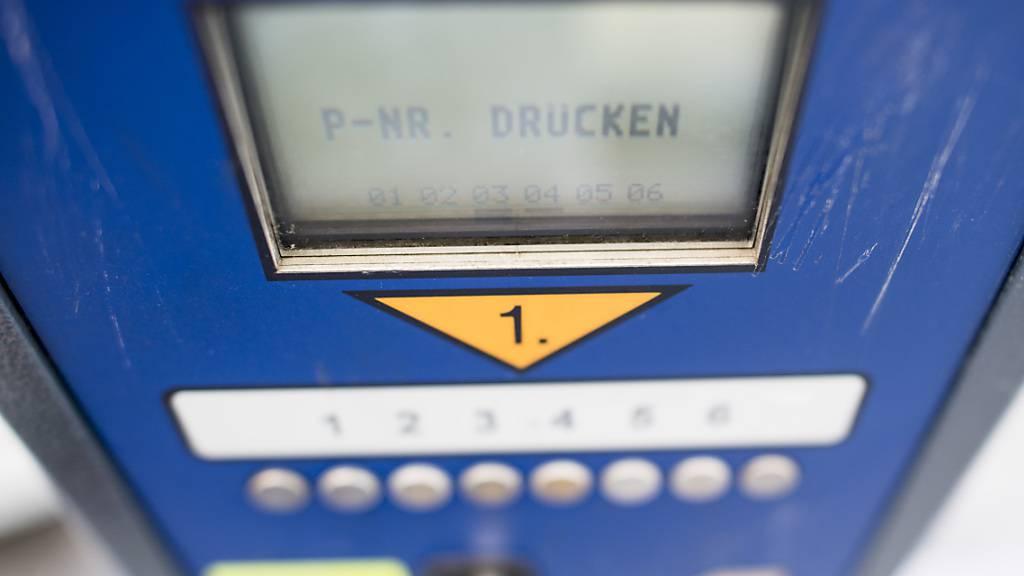 Im Kanton Obwalden gilt ab dem 1. Juli die neue Parkplatzbewirtschaftung. (Symbolbild)